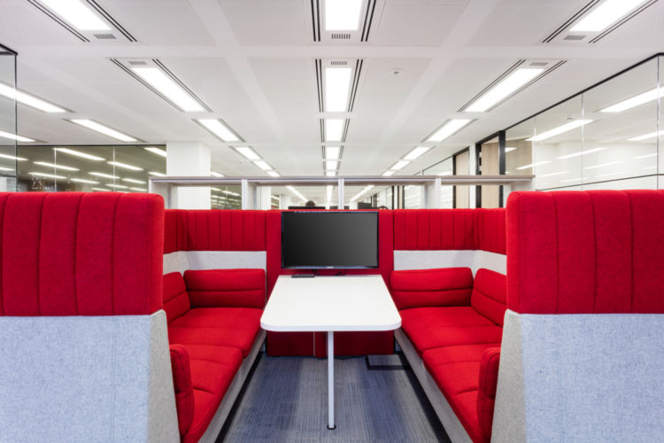 Semi-private meeting areas allow for impromptu collaboration in this central London office deisgn