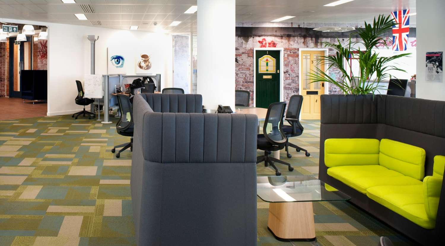 Open plan office with meeting pods in the office fit out for Splunk